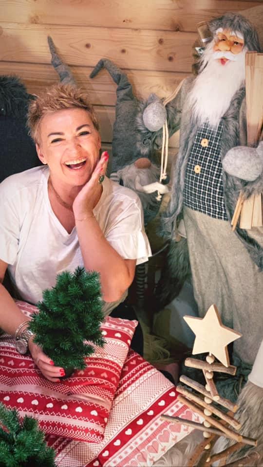 Farerskie dziewczyny kochają świąteczne zakupy.